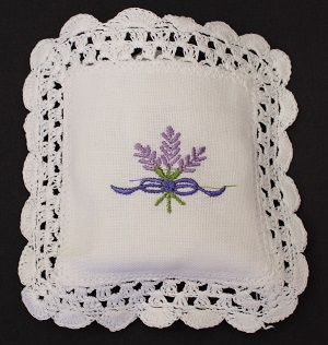 Small Filled Sachet Embroidered - 8.5 x 8.5 cm